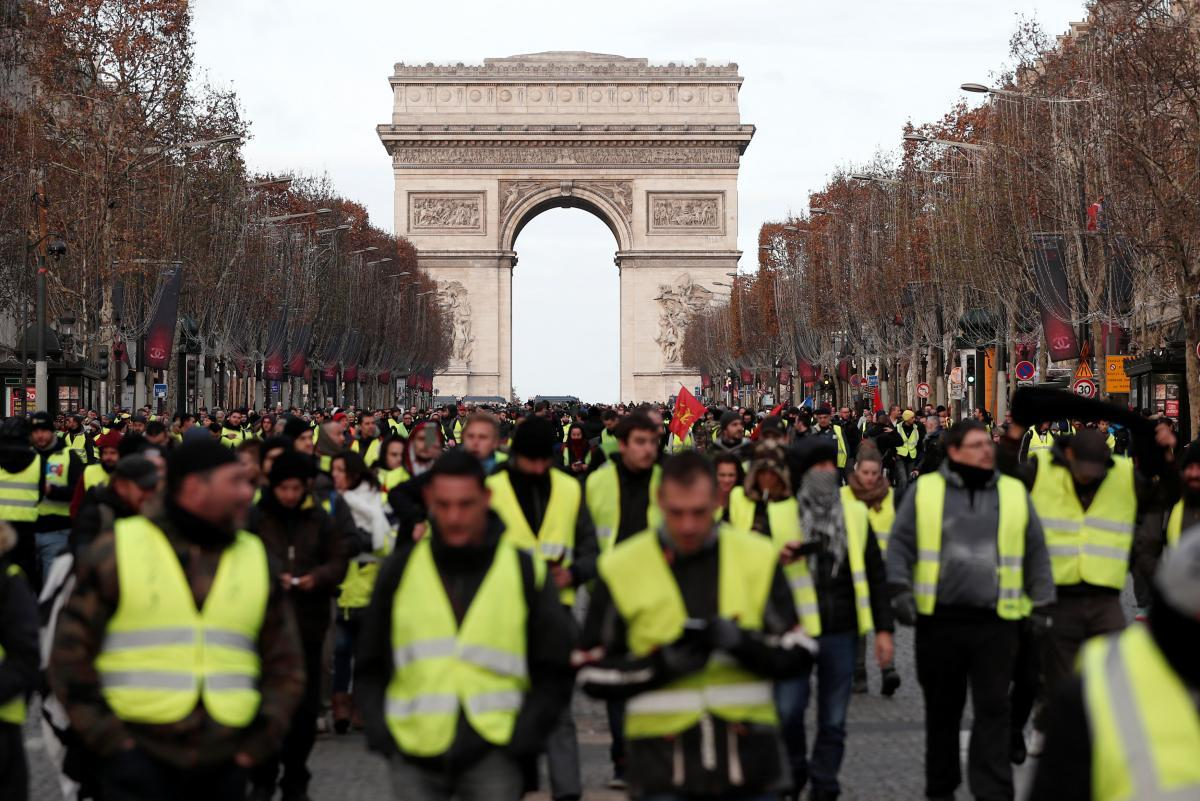 """Fransada """"sarı jiletlilər""""in etirazları dövlət büdcəsinə 2,5 milyard avro ziyan vurub"""
