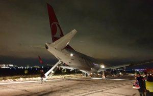 """Türkiyənin """"Turkish Airlines"""" aviaşirkətinə məxsus """"Boeing 737"""" təyyarəsi"""