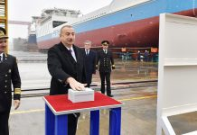 """Bakı gəmiqayırma zavodunda inşa edilmiş """"Laçın"""" adlı ilk tankerin istismara verilməsi mərasimi"""