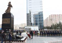 Prezident Xocalı abidəsini ziyarət edib